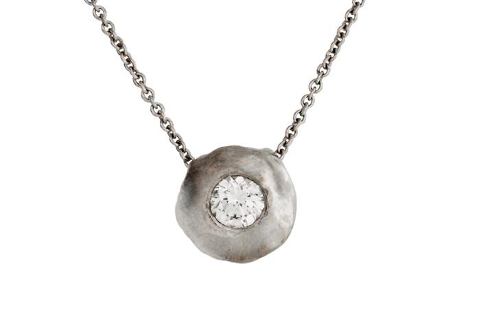 18ct White Gold Pebble Pendant with Brilliant White Diamond